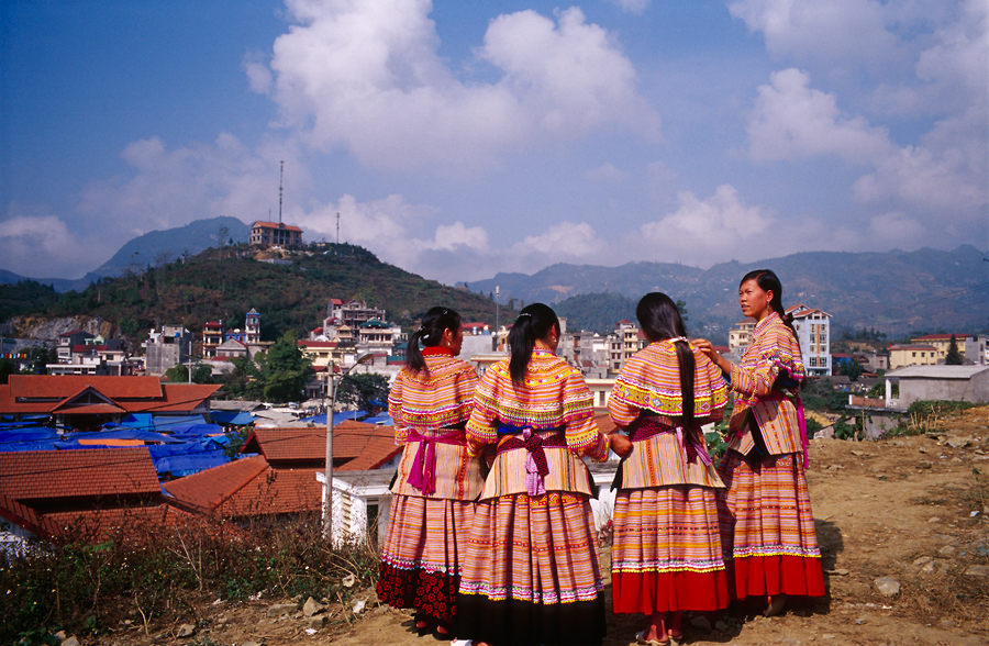 H'MONG Girls On The Hill
